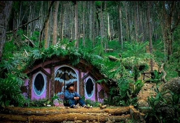 Keunikan Objek Wisata Rumah Hobbit Mangunan