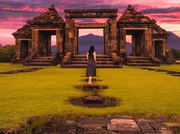 Suasan Matahari Terbenam di Candi Ratu Boko